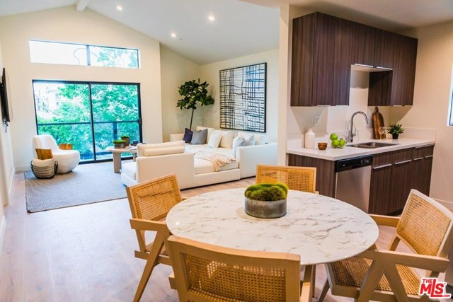 725 Alfred, West Hollywood, California 90069, 2 Bedrooms Bedrooms, ,2 BathroomsBathrooms,For Lease,Alfred,20634660