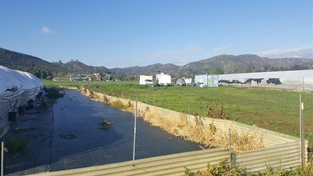 2247 COUNTRY CREEK ROAD, San Marcos CA: http://media.crmls.org/mediaz/835B163D-D994-4EFC-80EE-BD58789D2707.jpg