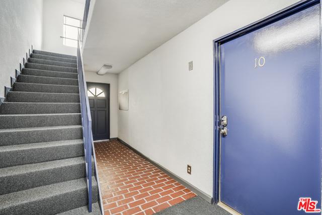 4361 Berryman Avenue, Los Angeles CA: http://media.crmls.org/mediaz/8360AC70-954A-465F-B2E2-4DA0F9F162AB.jpg