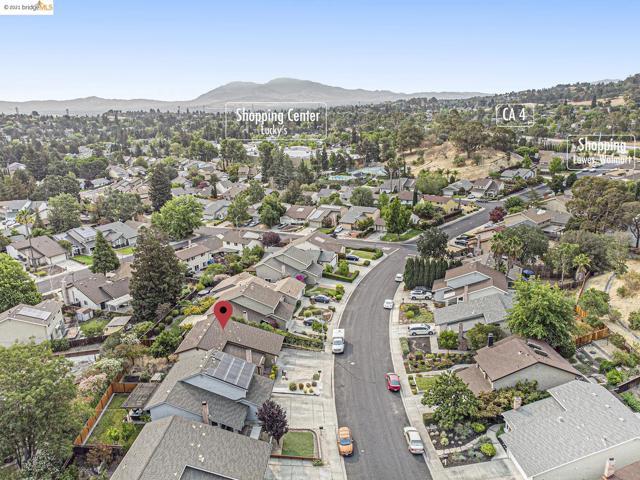 4915 Shadowfalls, Martinez CA: http://media.crmls.org/mediaz/83A87BFB-3015-45D1-9B86-3951A0C71D91.jpg