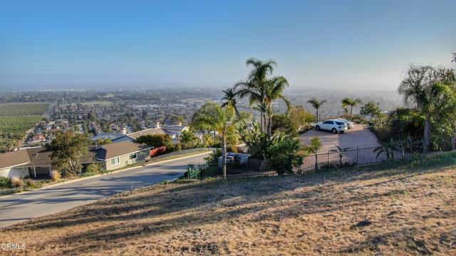 661 Via Cielito, Ventura CA: http://media.crmls.org/mediaz/83FC7E07-5BB5-45C2-92BE-8662897AAE8D.jpg