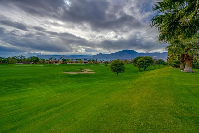 81155 Legends Way, La Quinta CA: http://media.crmls.org/mediaz/84091001-4098-4CE2-8EC1-69159B39E3C6.jpg