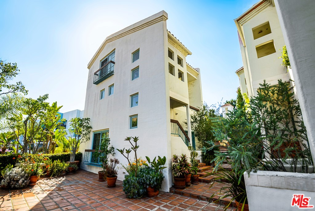 8562 W West Knoll Drive # 11 West Hollywood CA 90069