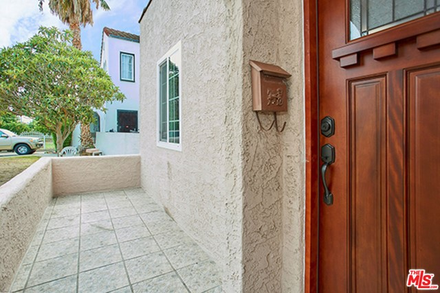1211 S KENISTON Avenue, Los Angeles CA: http://media.crmls.org/mediaz/845520A5-AD95-4755-8188-C1874551A68E.jpg