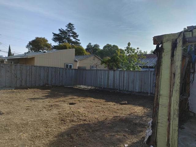 950 4th Street, San Jose CA: http://media.crmls.org/mediaz/84559530-B953-413A-A186-B2B36DA418B9.jpg