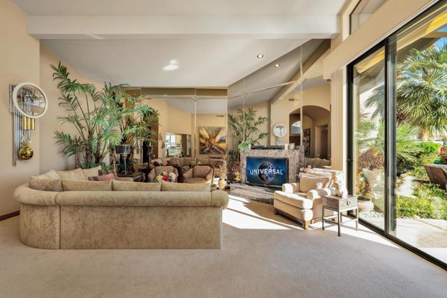 55920 Riviera, La Quinta CA: http://media.crmls.org/mediaz/845A493E-33F4-4076-B490-18682945315E.jpg