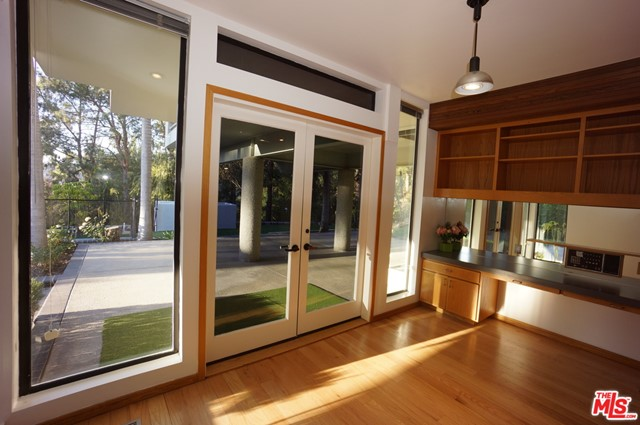 1425 MONTE GRANDE Place, Pacific Palisades CA: http://media.crmls.org/mediaz/84A474BE-8DC4-4598-A241-9692C94F387F.jpg