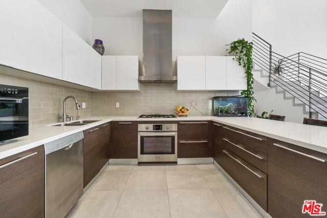 118 S Kenwood Street, Glendale CA: http://media.crmls.org/mediaz/84AC4DB2-8AA1-48AA-99A7-8FD7F37C1963.jpg