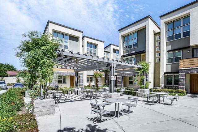 1869 Sable Place, San Jose CA: http://media.crmls.org/mediaz/852919FA-A40A-4A48-B964-8CBD2961E188.jpg