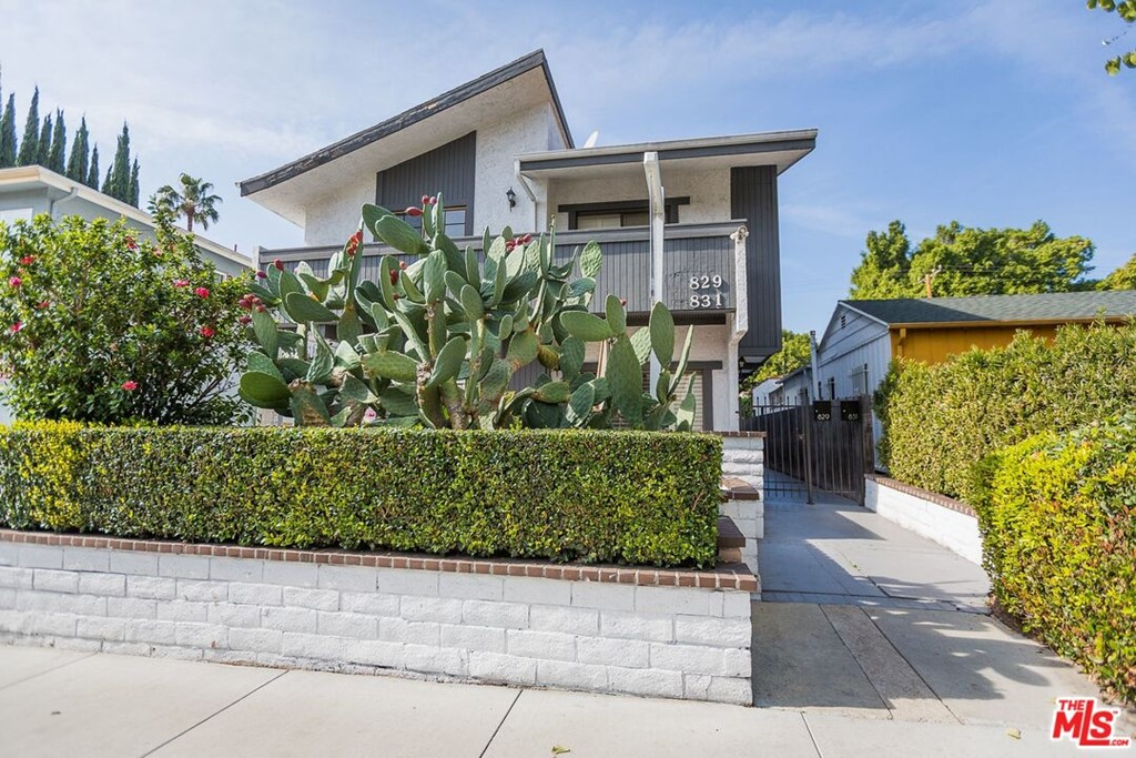 829 Westbourne Drive #  West Hollywood CA 90069