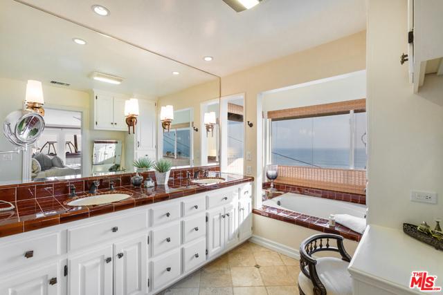 7001 Rindge Avenue, Playa del Rey CA: http://media.crmls.org/mediaz/857AC243-E4A7-4340-A66B-5D5C4D16AD18.jpg