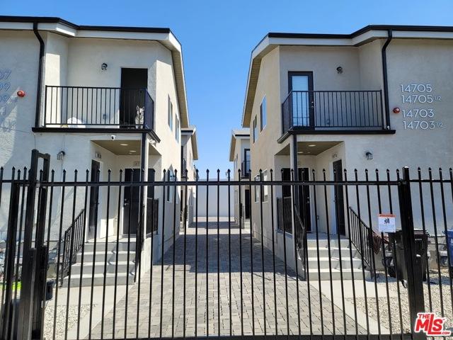 14711 Saticoy Street, Van Nuys CA: http://media.crmls.org/mediaz/85C3587A-33EC-4453-993F-79F5AE01962E.jpg