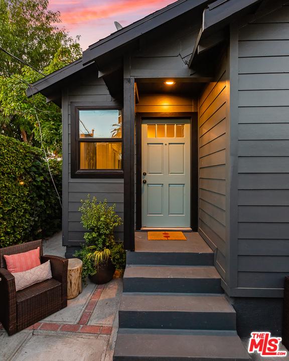 2217 1/2 Scott Avenue, Los Angeles CA: http://media.crmls.org/mediaz/864E4B1E-0087-411A-8D07-29A76BA0590F.jpg