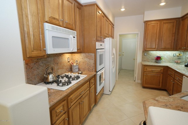99 Greenmeadow Drive, Newbury Park CA: http://media.crmls.org/mediaz/86A77D04-9781-4D1F-B4DE-33BA9D617902.jpg