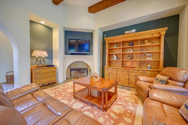 81155 Legends Way, La Quinta CA: http://media.crmls.org/mediaz/86D132DE-9DF6-4A7B-903C-CE28A44D06E8.jpg