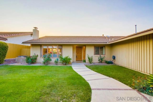 6240 Brynwood Ct, San Diego CA: http://media.crmls.org/mediaz/86a0adfa-693e-461e-abe1-12ceb825ce21.jpg