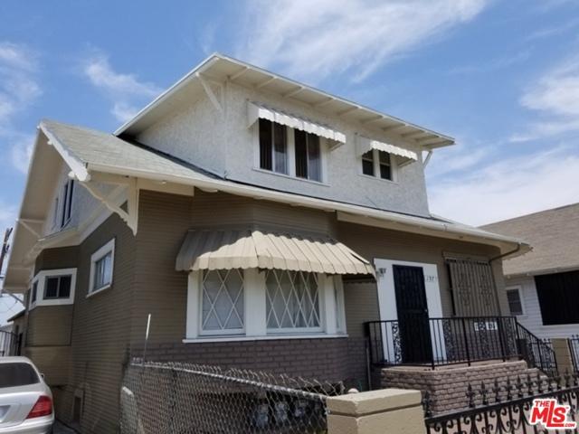 195 W Vernon Avenue, Los Angeles CA: http://media.crmls.org/mediaz/870EF1EA-2313-46BE-9352-B9176886F2FE.jpg