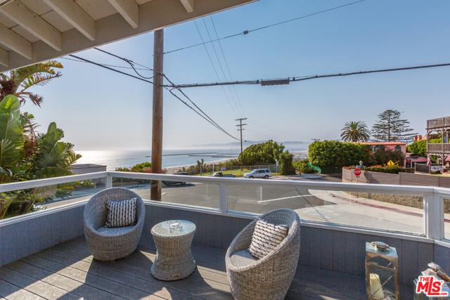 7001 Rindge Avenue, Playa del Rey CA: http://media.crmls.org/mediaz/87497897-1764-4C11-A784-8B1ECDAE6E0C.jpg