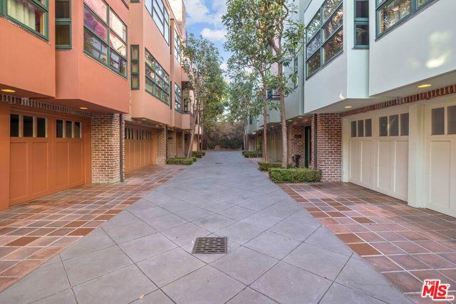 2323 S BEVERLY GLEN, Los Angeles CA: http://media.crmls.org/mediaz/8768B88A-301C-4508-A003-9B1E1D511CDE.jpg