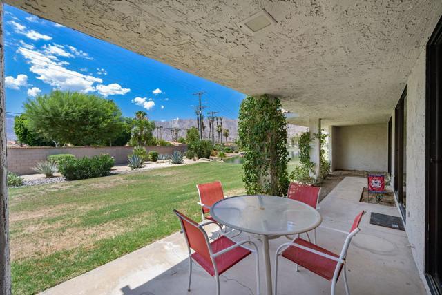 78181 Lago Drive, La Quinta CA: http://media.crmls.org/mediaz/877C8D53-76E6-40C2-8F33-0A8A4FCCD37D.jpg