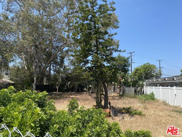 216 16th Street, Seal Beach CA: http://media.crmls.org/mediaz/87C32657-0E5B-48E8-9718-2107F6A93259.jpg