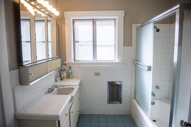 940 San Benito Street, Hollister CA: http://media.crmls.org/mediaz/87CFE297-3528-489A-B1CD-36C4951844AE.jpg