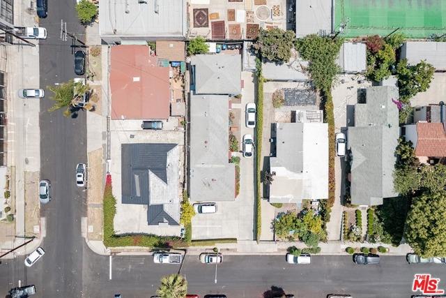 550 N Manhattan Place, Los Angeles CA: http://media.crmls.org/mediaz/87DC2328-734E-4EDD-9A24-54D50E1527F4.jpg