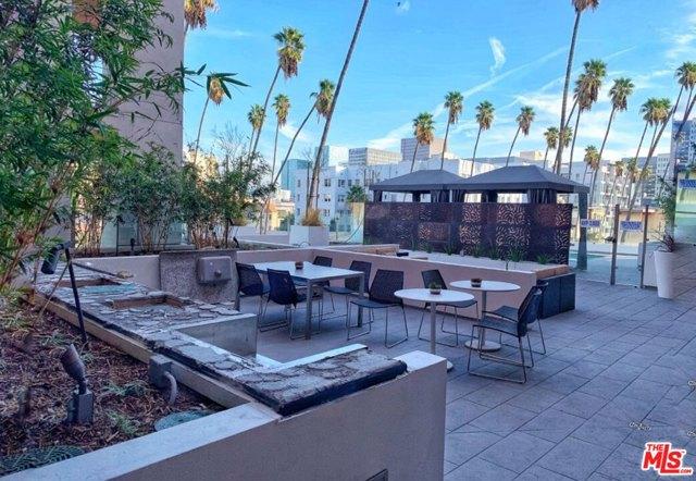 453 S KENMORE Avenue, Los Angeles CA: http://media.crmls.org/mediaz/87E99448-1936-4884-9B2C-03E8DFD5F5E2.jpg