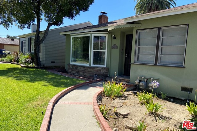28 E Newman Avenue, Arcadia CA: http://media.crmls.org/mediaz/88703366-9074-41BA-B076-9A2C9E2EE42B.jpg