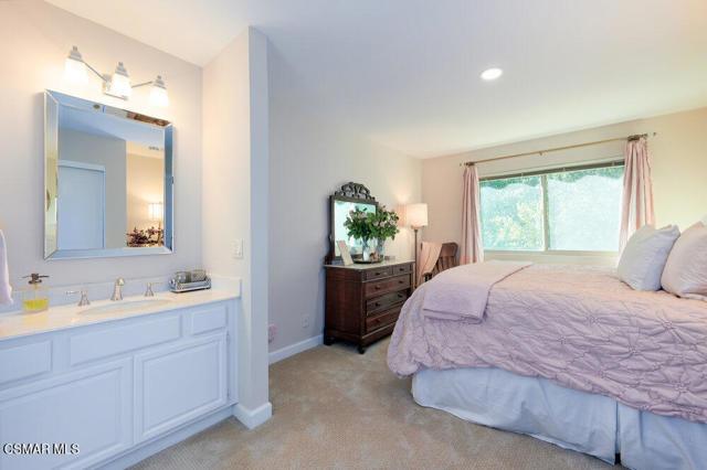 931 Evenstar Avenue, Westlake Village CA: http://media.crmls.org/mediaz/88A90378-A59C-4DA0-A649-12DDDA9D1A63.jpg