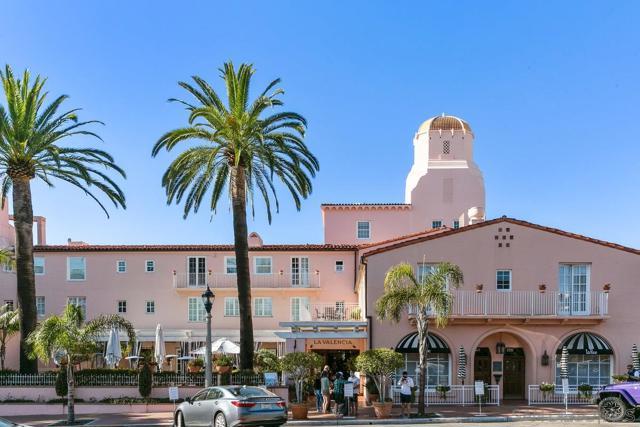 7811 Eads Avenue, La Jolla CA: http://media.crmls.org/mediaz/8942C99A-099D-477A-87F2-D8CFA1265405.jpg