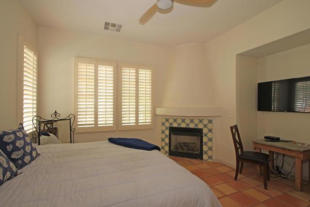 48568 Legacy, La Quinta CA: http://media.crmls.org/mediaz/89AD0BA2-DE92-4099-8CAA-F7461D18E069.jpg