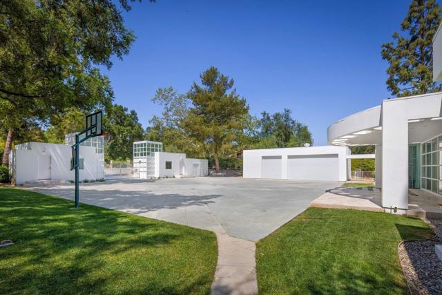 4240 Woodleigh Lane, La Canada Flintridge CA: http://media.crmls.org/mediaz/89C9F122-6CCE-444C-A5AF-FE84734F4998.jpg