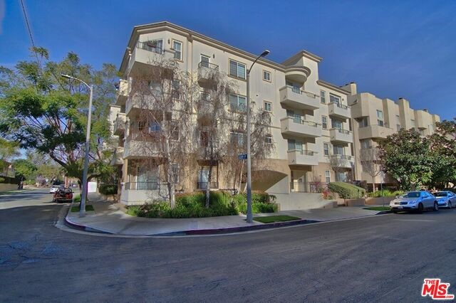 Condominium for Rent at 1158 Wellesley Avenue Los Angeles, California 90049 United States