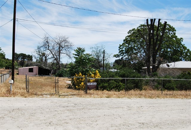 Photo of home for sale at 10888 Crowther Ln, Cherry Valley CA