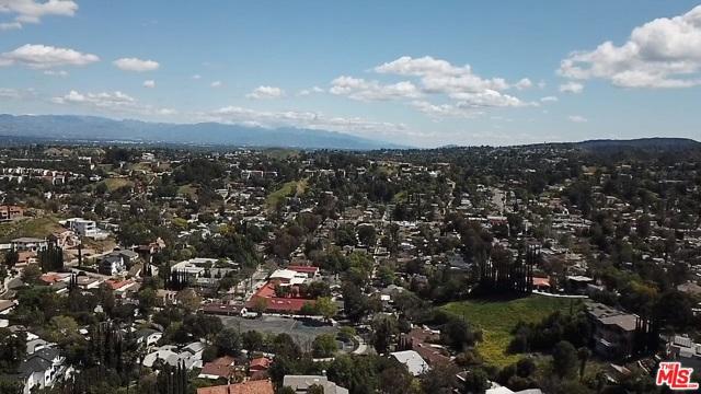 4933 N CERRILLOS Drive, Woodland Hills CA: http://media.crmls.org/mediaz/8AF4A1A0-DA19-4CF1-97A2-A08995B679B8.jpg