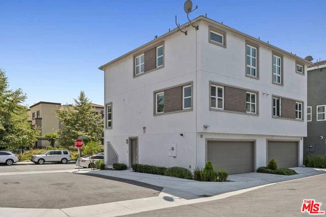 2700 E Chaucer Street, Los Angeles CA: http://media.crmls.org/mediaz/8B05581E-796F-43CC-B606-84B0759E0F58.jpg