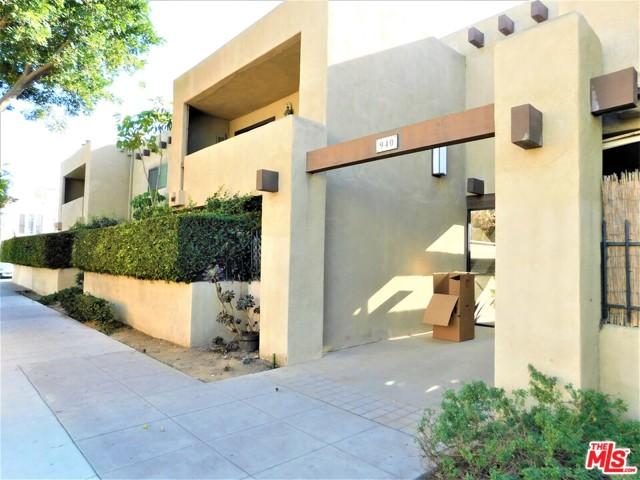 940 E 3Rd Street, Long Beach CA: http://media.crmls.org/mediaz/8B30683F-88E0-48C1-B6AA-B781A2F171EC.jpg