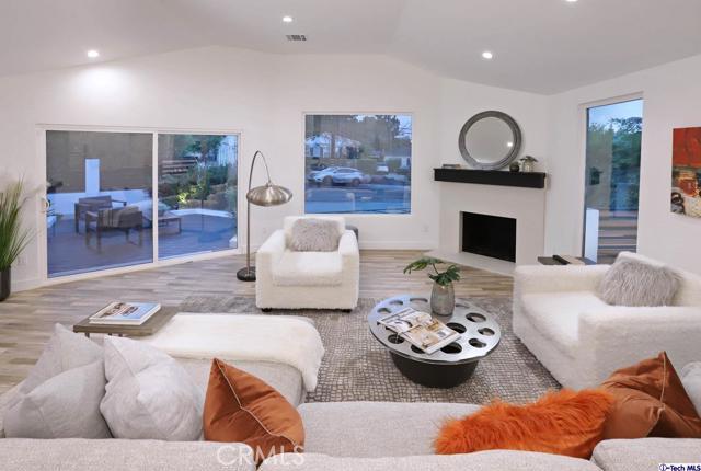 5043 Ramsdell Avenue, La Crescenta CA: http://media.crmls.org/mediaz/8B492A77-D036-4C0E-87C6-7F6D9A7DEB48.jpg