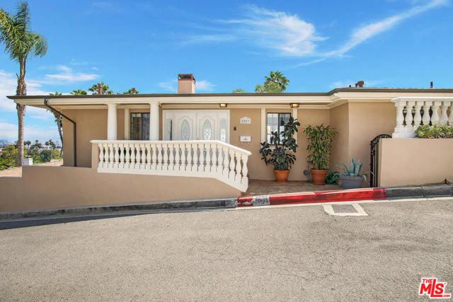 2027 Morgan Hill Drive, Los Angeles CA: http://media.crmls.org/mediaz/8B5890F1-8AFD-4751-9332-028A027E43E5.jpg