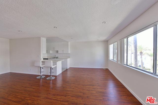 136 S PALM Drive, Beverly Hills CA: http://media.crmls.org/mediaz/8B728020-440A-4F88-95FD-F43DB56B78B3.jpg