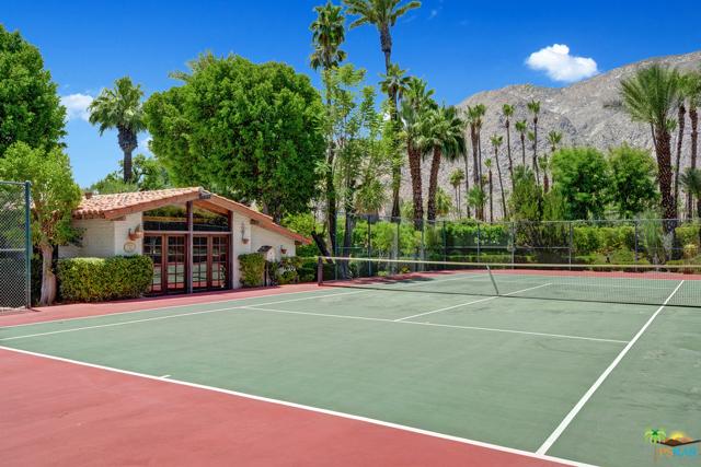 478 W Camino Sur, Palm Springs CA: http://media.crmls.org/mediaz/8BFD4EF9-44DF-4D48-BCB3-E0EF473A6ED0.jpg