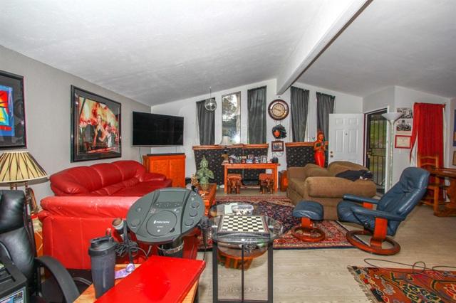 23 Freeway Lane, Oceanside CA: http://media.crmls.org/mediaz/8C147C49-1909-4748-8EB6-581113966740.jpg