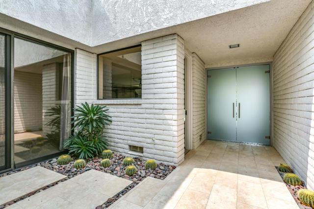39 Mayfair Drive, Rancho Mirage CA: http://media.crmls.org/mediaz/8C849472-D995-4175-8068-7A44E68F2283.jpg