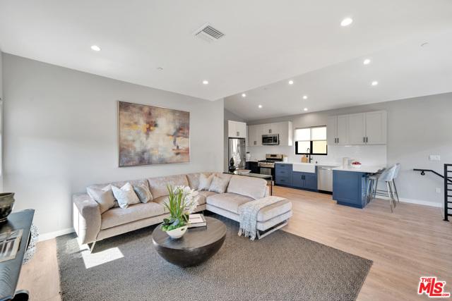1002 N Ridgewood Place, Los Angeles CA: http://media.crmls.org/mediaz/8C99B762-F1C0-40E3-B32F-703BB573555D.jpg