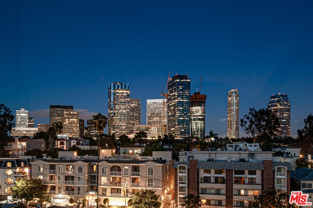 10419 PANDORA Court, Los Angeles CA: http://media.crmls.org/mediaz/8CCD09BF-608E-403A-B0C8-2A9593A9AA49.jpg