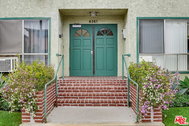 4361 Berryman Avenue, Los Angeles CA: http://media.crmls.org/mediaz/8CE57350-DAF9-410B-AA20-4BC199D489B4.jpg