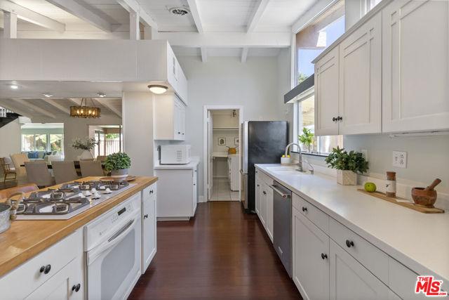 16761 Septo Street, North Hills CA: http://media.crmls.org/mediaz/8D31E499-CCCC-4FF7-961D-EE0CA869FE5F.jpg
