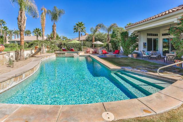81410 Golf View Drive, La Quinta CA: http://media.crmls.org/mediaz/8D329BD7-3C6F-42BA-A1AB-897E59C8FFA7.jpg