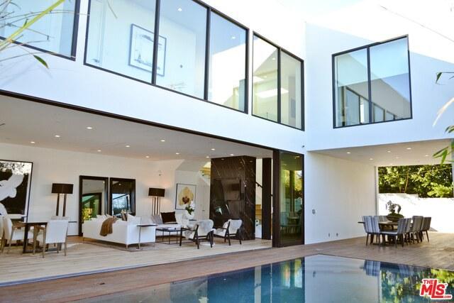 Single Family Home for Sale at 133 Edinburgh Avenue N Los Angeles, California 90048 United States